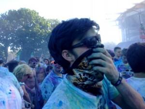 Holi Festival Schutz: Sonnenbrille & Tuch