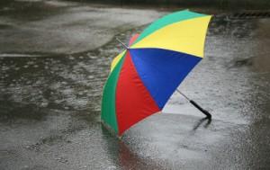 bunter Regenschirm gegen Winterblues