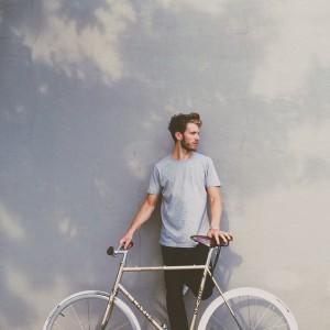 Checkliste Fahrradkauf Mann mit Fahrrad